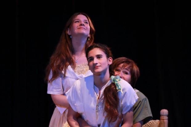 Silvia Campos (Roberta);  Luna Saavedra Andreotti (Paulina); Tatiana Rópolo (Edelma); Martín Benítez (Anselmo); Silvina Wiemer  (Magda/María).